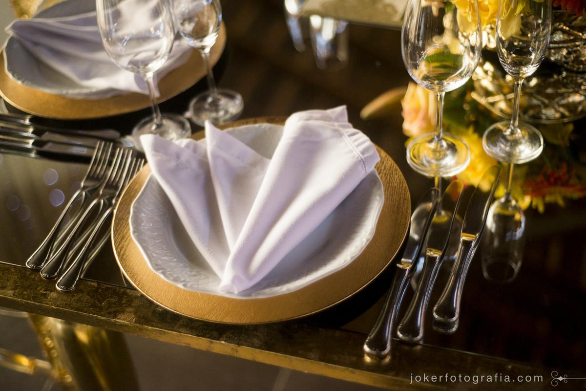 mise in place e organização de talheres para o jantar de casamento