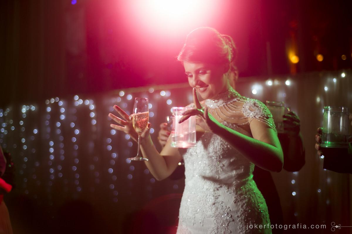 noiva curtindo a festa de casamento no clube santa monica