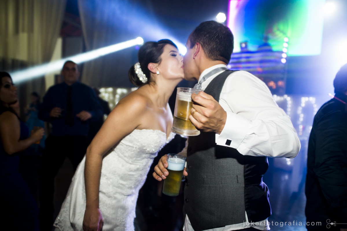 noivos durante o baile