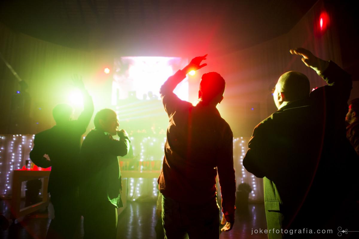iluminação de pista e dj para o seu casamento em curitiba