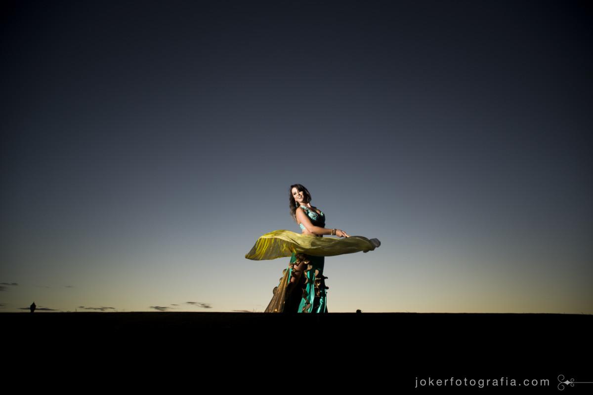melhor fotógrafo de dança do ventre em curitiba faz ensaio externo de várias bailarinas árabes entre elas Cintia Janiiah