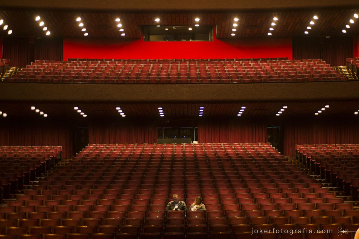 fotógrafo do teatro Guaíra em Curitiba faz registro de peças teatrais