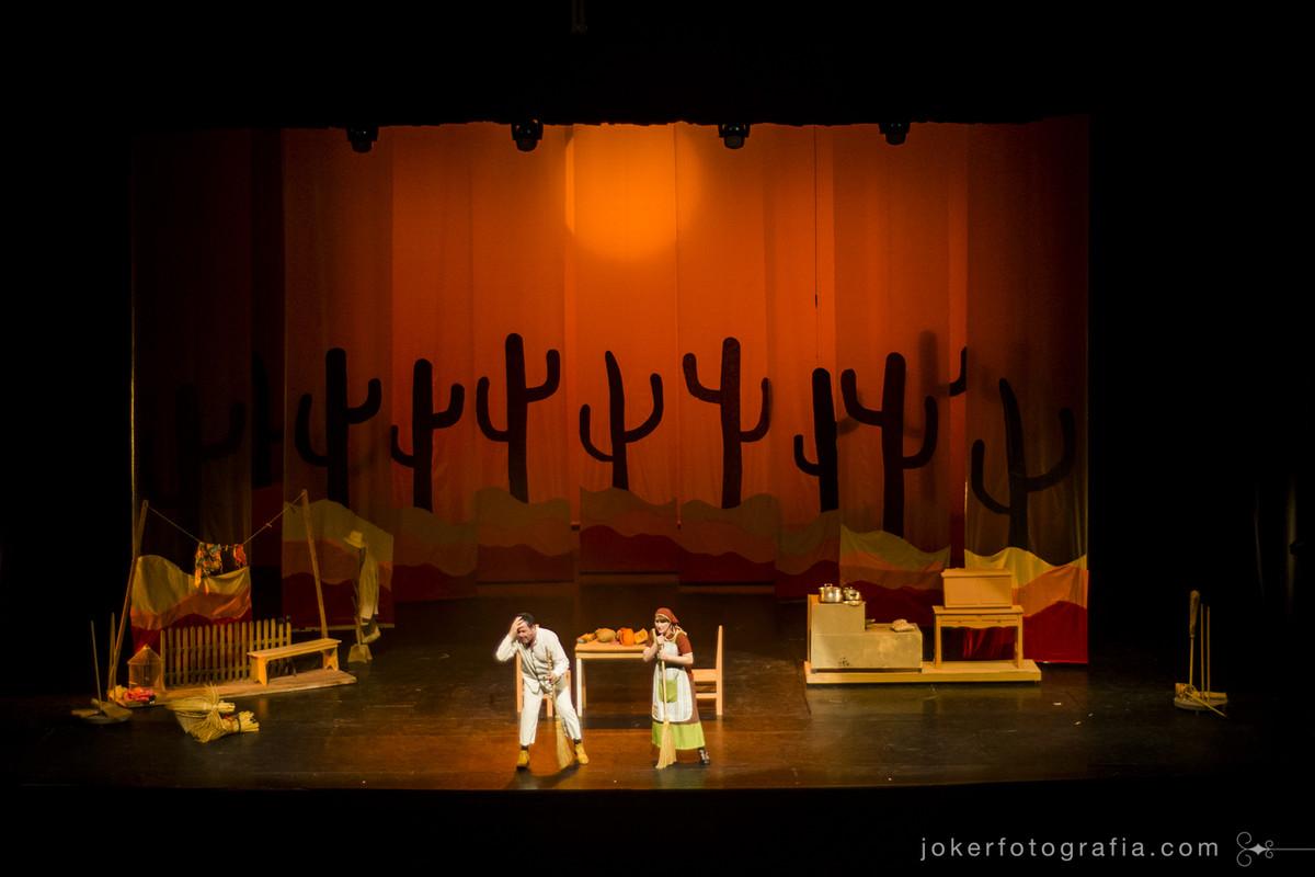 a atriz Josianne Dal Pozzo interpreta a mãe nordestina de Maria em musical no Teatro Guaíra