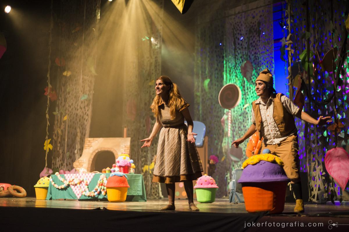 A atriz Márcia Kayser interpretando Maria como cantora na ópera em cartaz no Guaíra