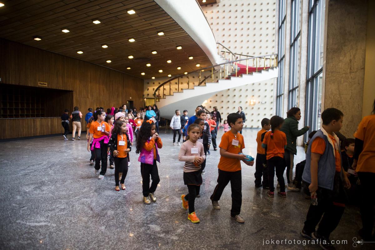 Com a intenção de levar cultura para crianças apresentando desde cedo o Teatro na idade escolar