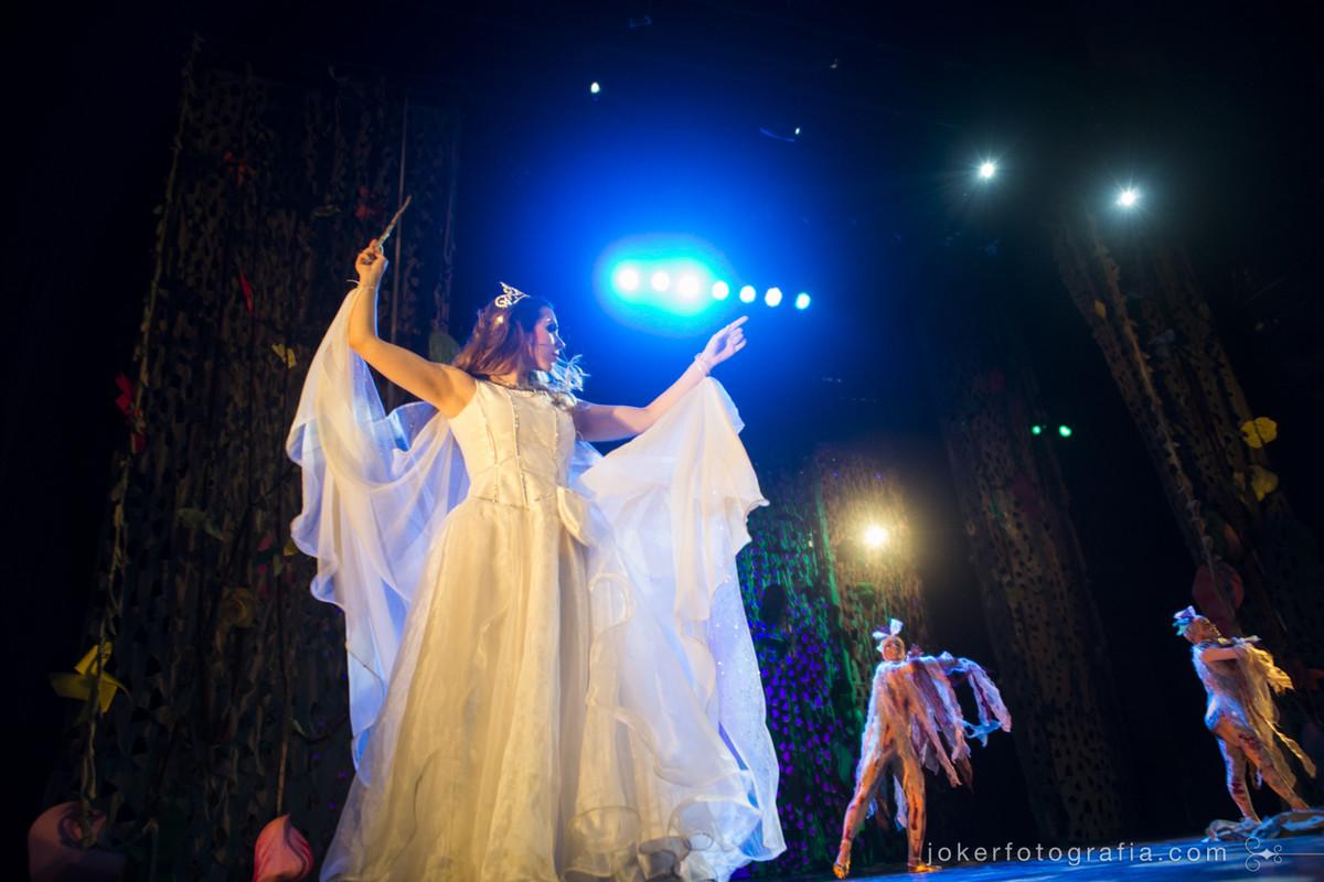 a fada da peça joão e maria em fotografia por Joker