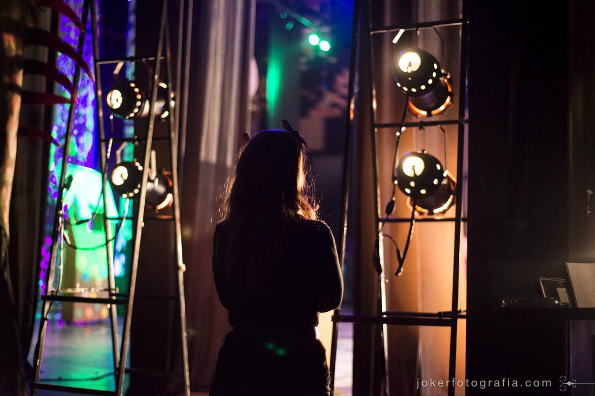Ariane Mafra nos bastidores do Teatro Guaíra pelos fotógrafos Roberta Ellerbrock e Juliano Cercal de Joker Fotografia
