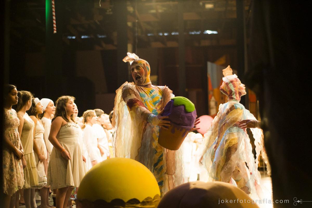 Peça infantil divertida no teatro guairão