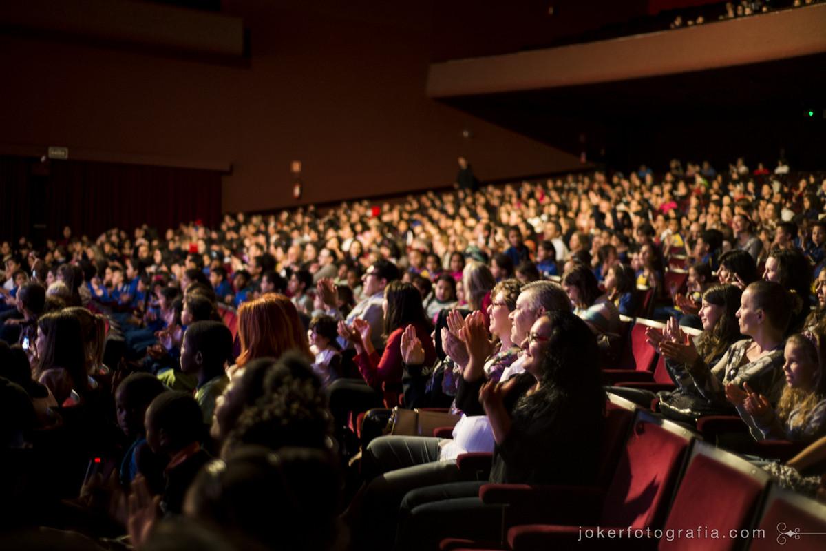 fotógrafo de espetáculo registra a platéia do Teatro Guaíra