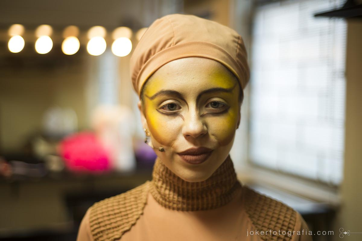 Fotógrafo profissional faz retratos dos atores e bailarinos do Teatro Guaíra