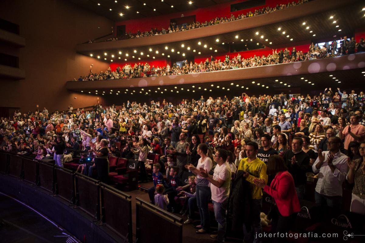 Ópera para crianças lota o Guairão e a platéia satisfeita repleta de crianças e adultos