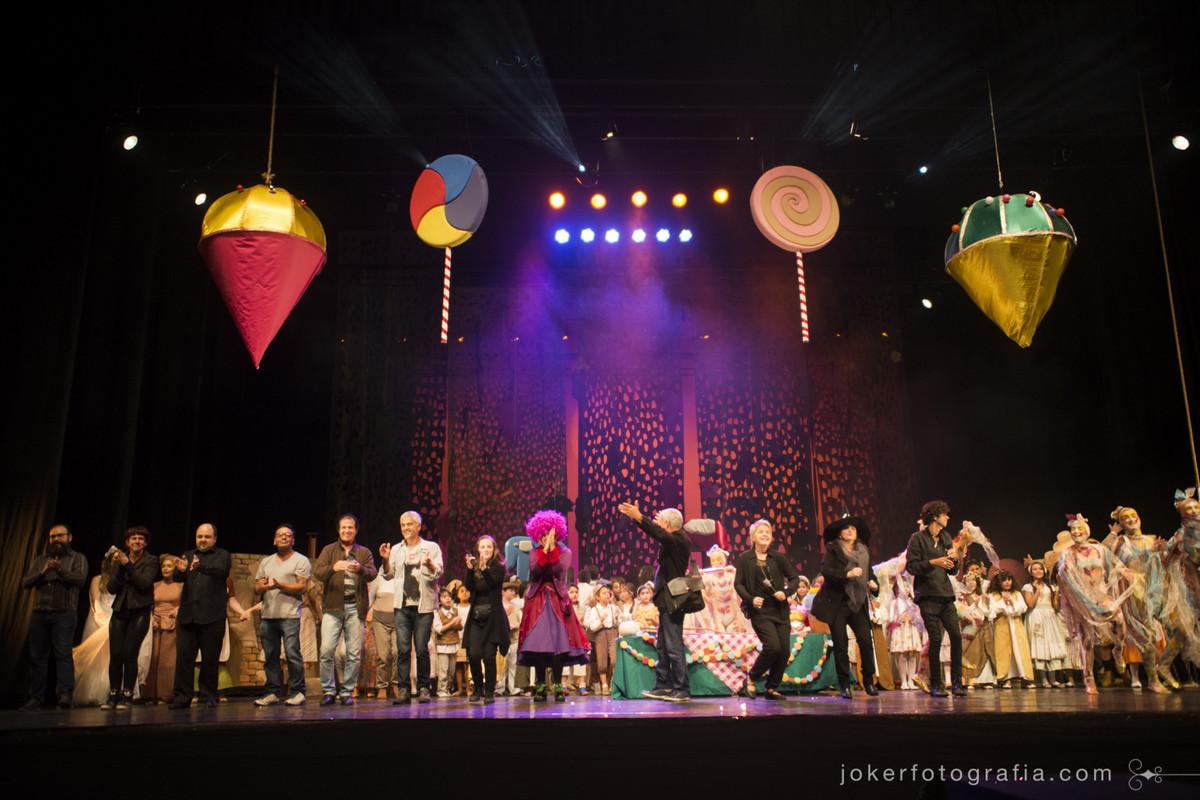 Coral Curumim tem participação especial na Ópera João e Maria no Teatro Guaíra com toda a equipe de produção e direção