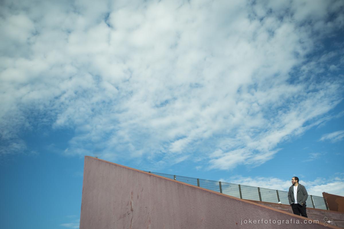 fotógrafos diferentes em curitiba com estilo de fotografia contemporâneo e de bom gosto fazem fotos na arquitetura curitibana do largo da ordem