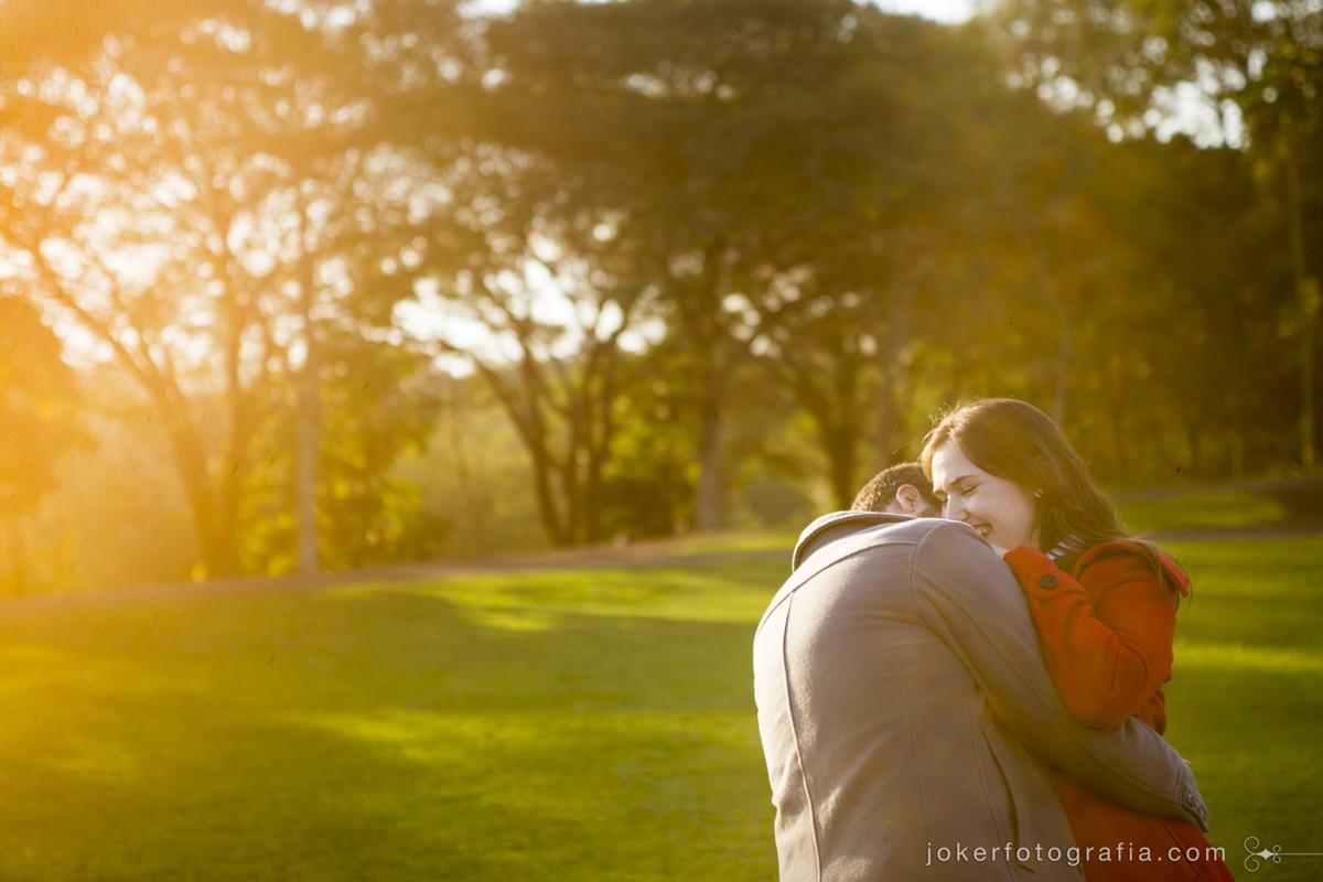 Fotógrafo curitibano tem a proposta de captar a essência verdadeira do casal em fotos sem poses forçadas