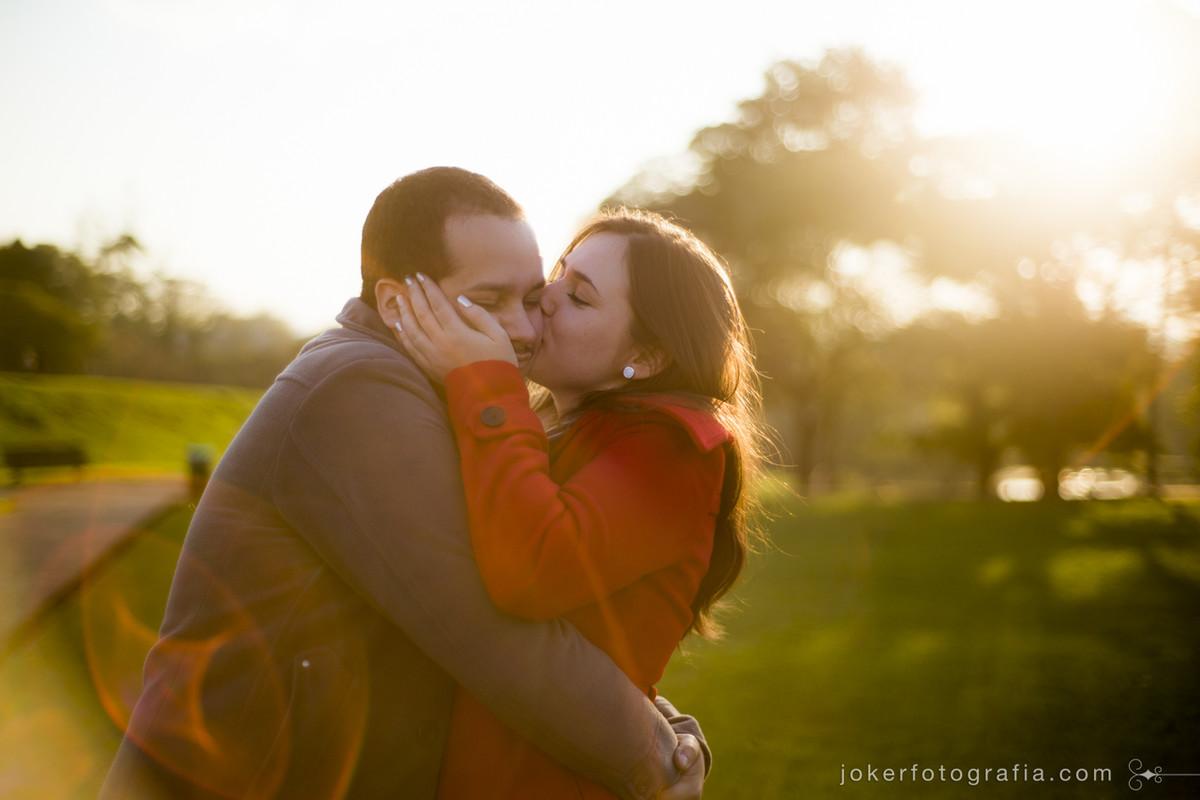 O casal escolheu os fotógrafos pelo estilo único e energia contagiante