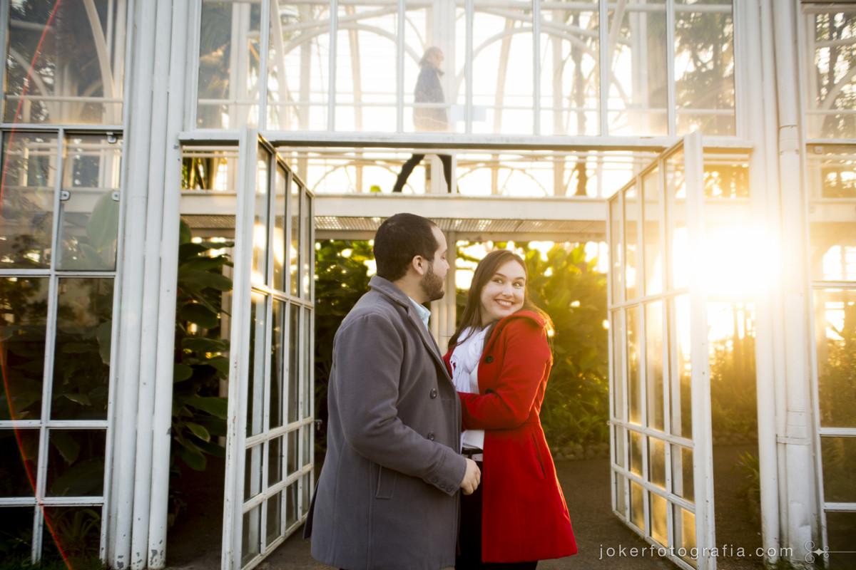 Sabe como escolher os fotógrafos para seu casamento? Você precisa se identificar com o estilo de fotografia e o carisma dos profissionais
