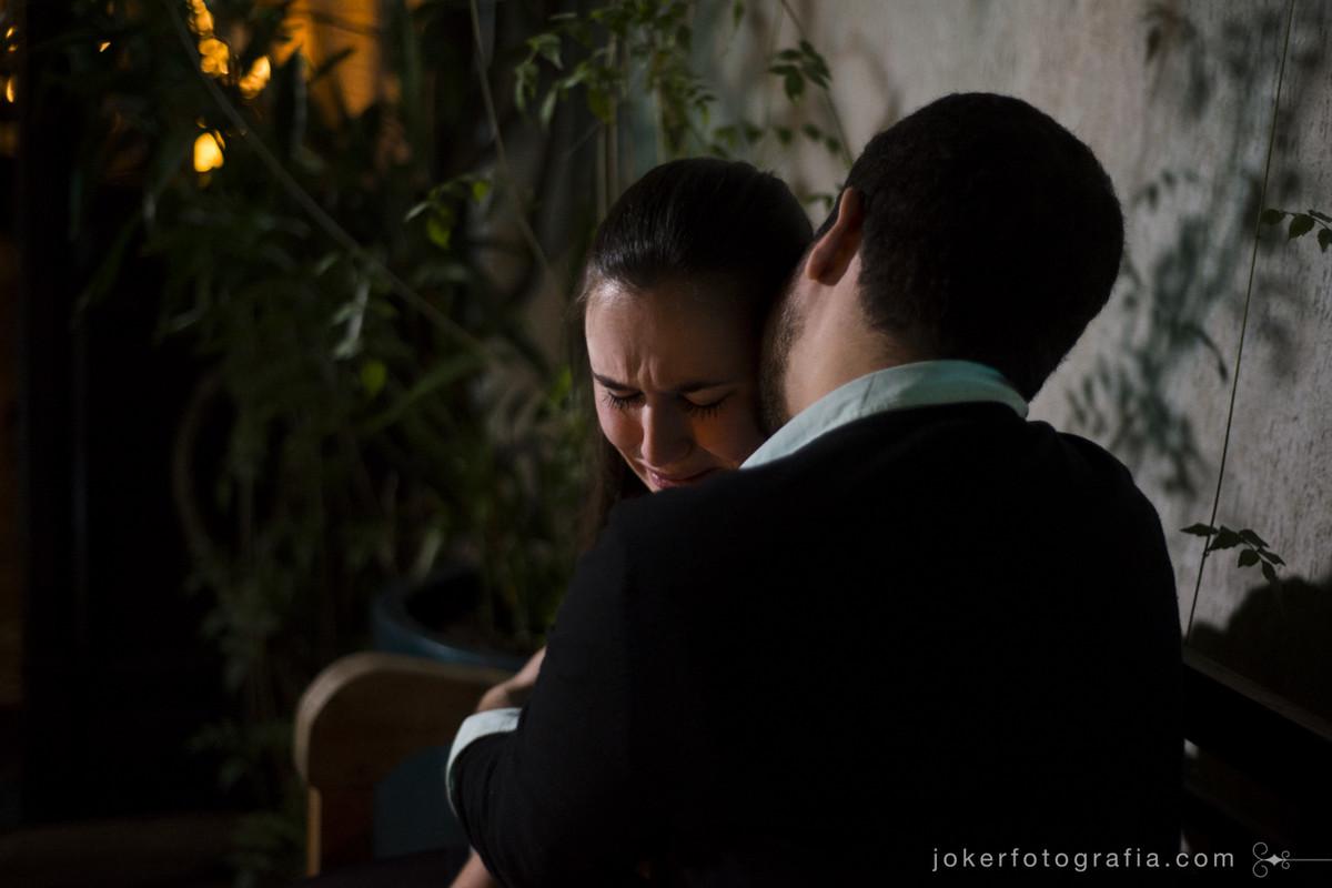 fotógrafo registra noiva emocionada após pedido de casamento