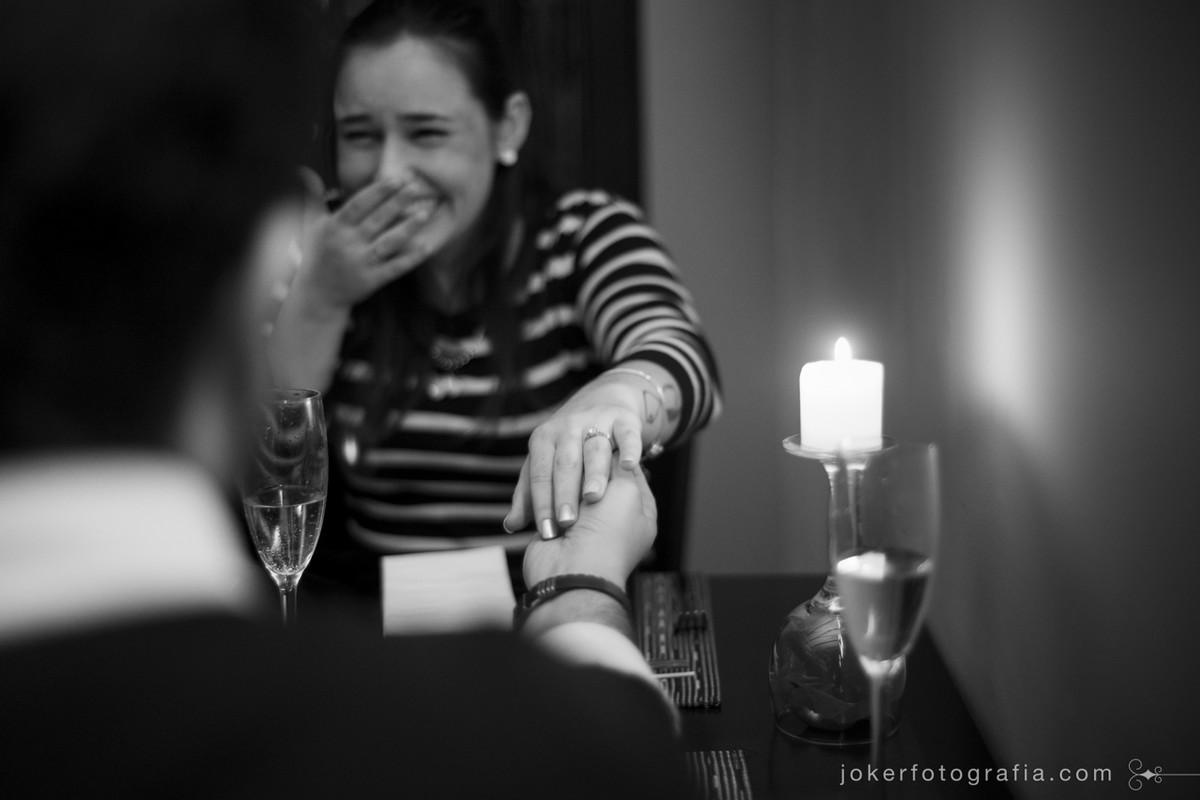 pedido de casamento com jantar romântico à luz de velas