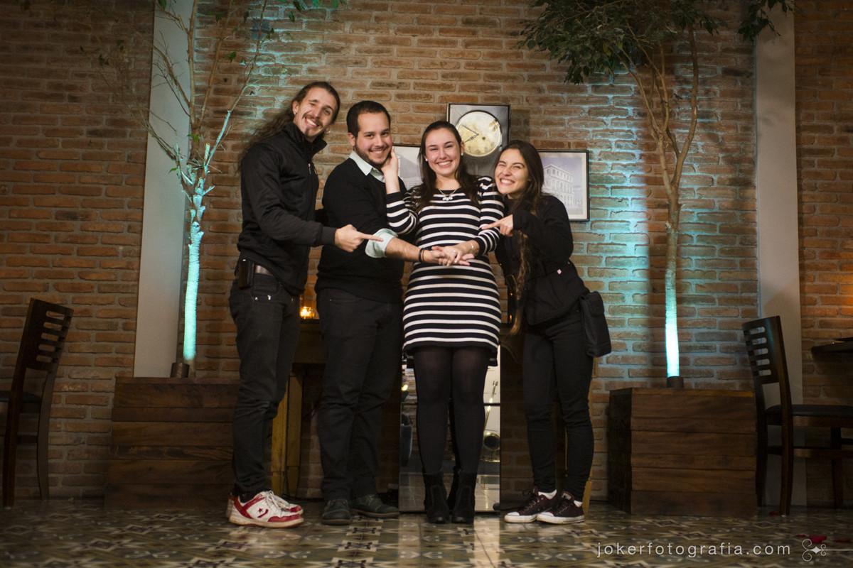 fotógrafos Joker Fotografia registram pedido de casamento emocionante e noiva muito feliz com seu anel de noivado - Gustavo Messias e Ana Laura Posselt