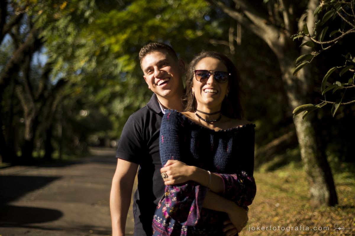 fotografia de casal espontânea e divertida
