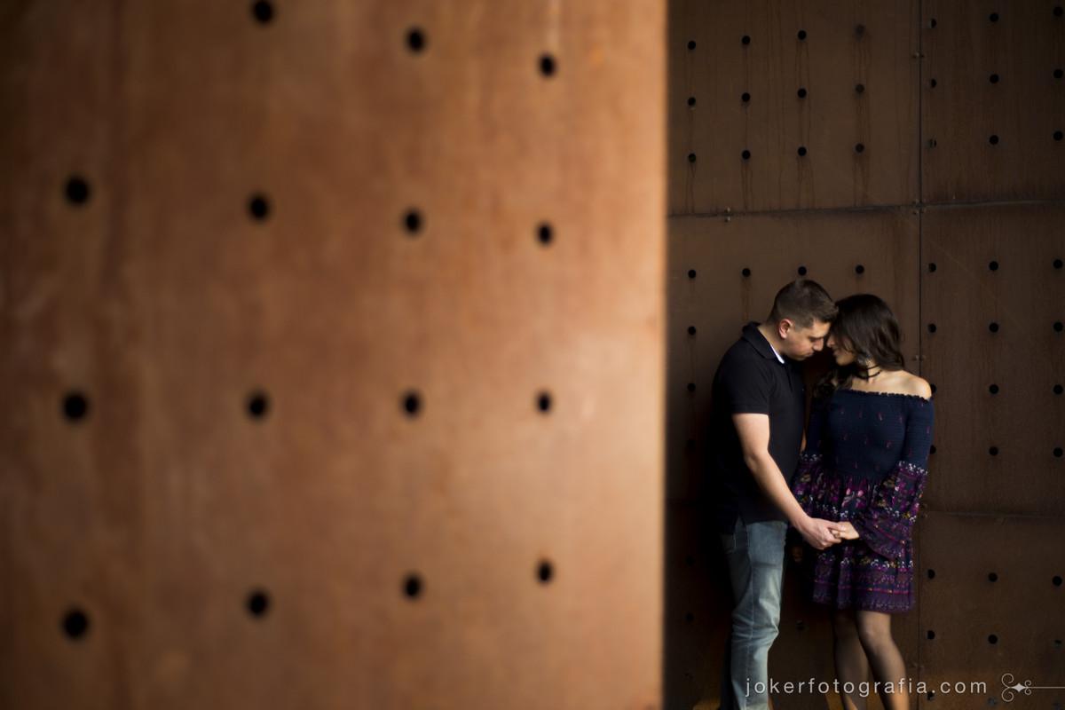 container de metal com textura rústica para fotografia de casamento