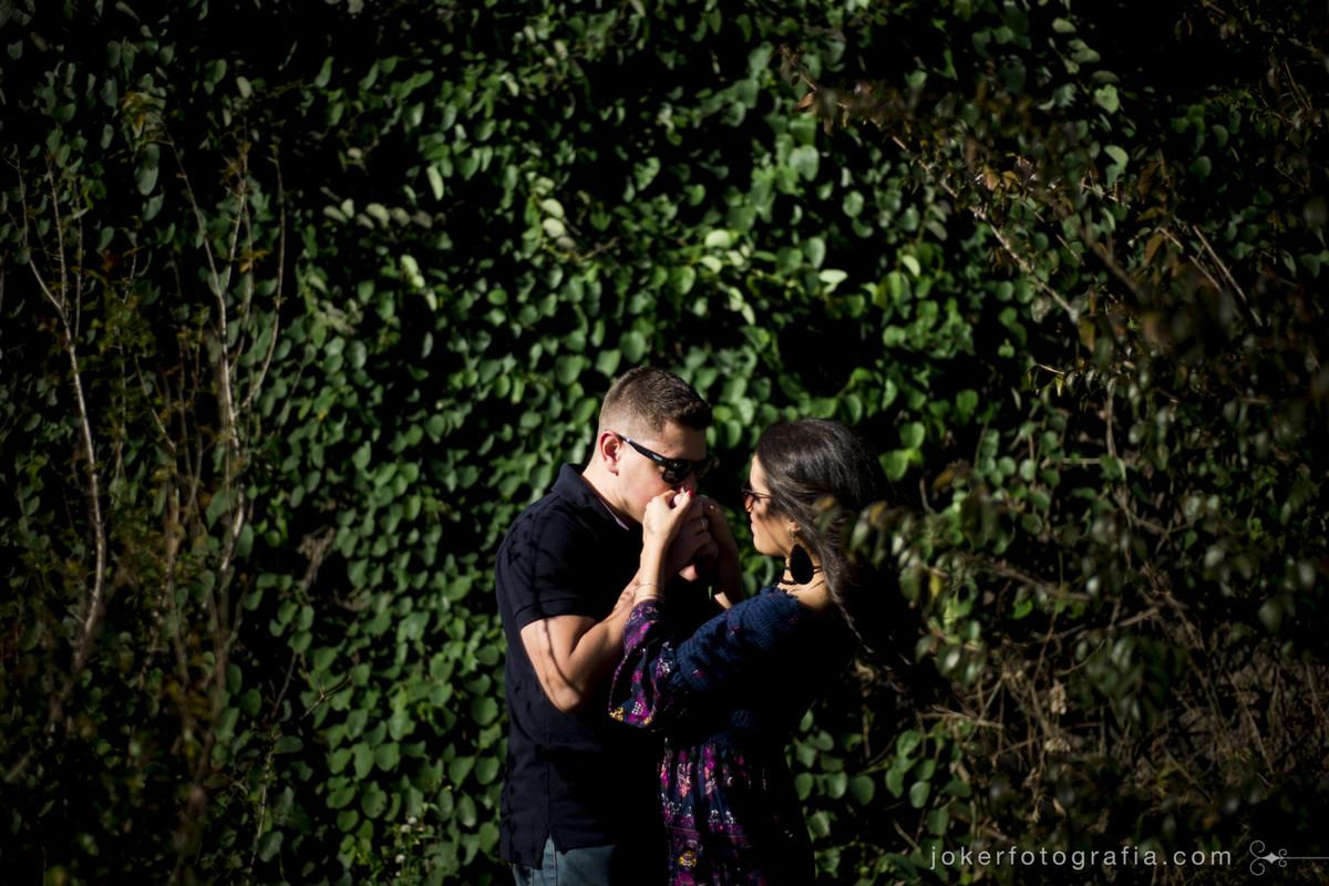 fotógrafo de casamento faz ensaio pre wedding urbano pelas ruas de curitiba