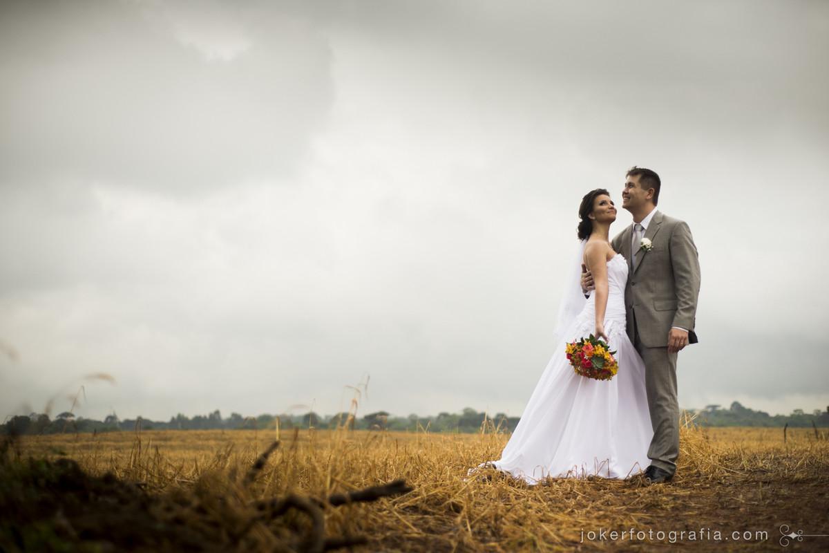 casamento no campo de trigo