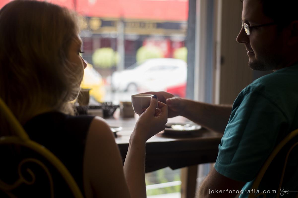 037_fotografo_autoral_curitiba_ensaio_de_casal_intimista_romantico_caramelodrama_cafe