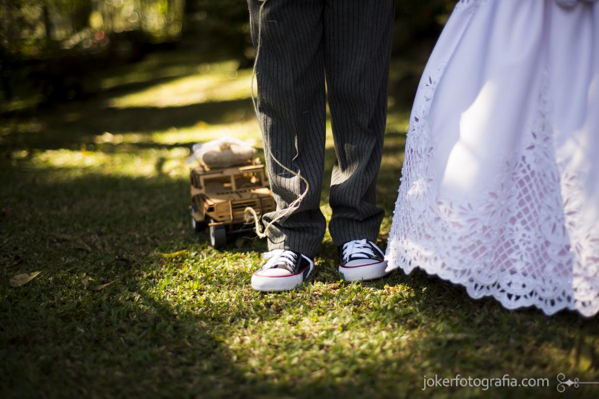 casamento de dia pajem de tenis all star