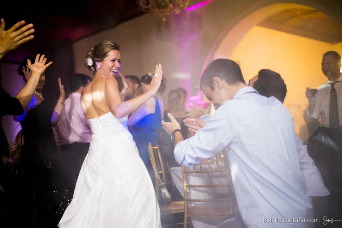 030_filhos_dos_noivos_no_casamento_aplausos_fotografia