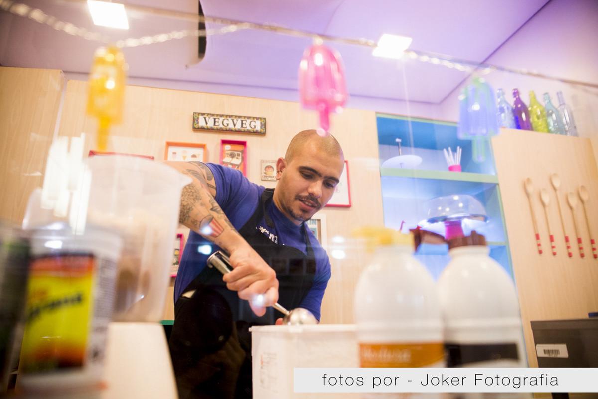 014_lanchonete_veg_veg_preparacao_dos_pratos_sorvete_vegano_milkshake