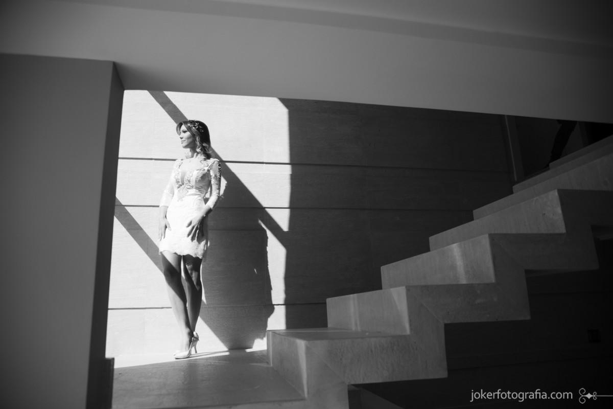 008-noiva_em_casa_contraste_arquitetura_sol_sombras