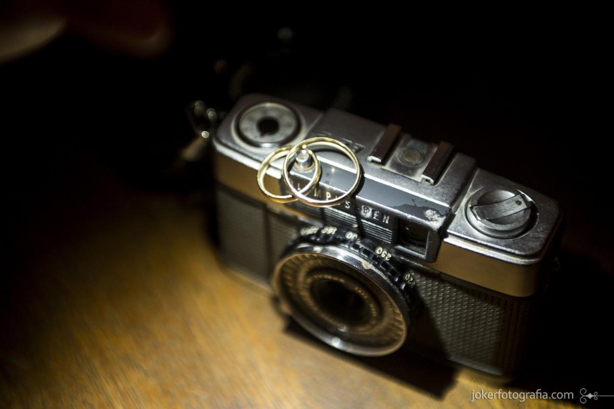 043-aliancas_camera_retro_vintage_lomo_olympus_fotografia_maquina_fotografica_casamento