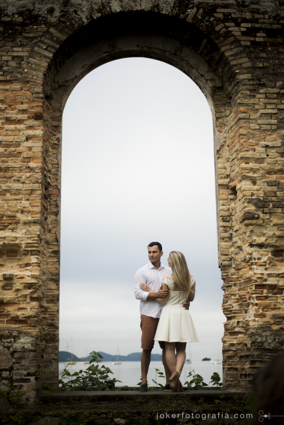 ruinas de antonina em ensaio fotográfico de casal