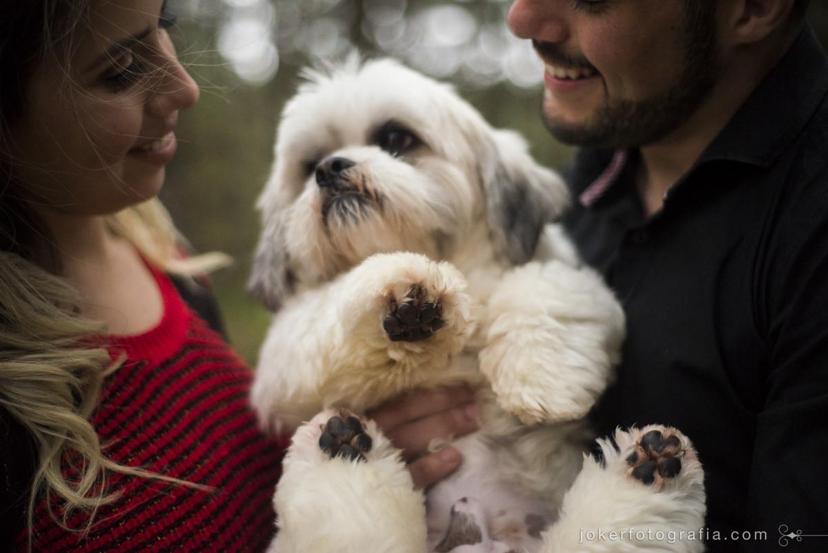 fotografia de casamento com cachorrinho do casal
