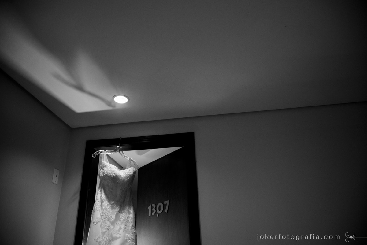 vestido de noiva no hotel durante o making of