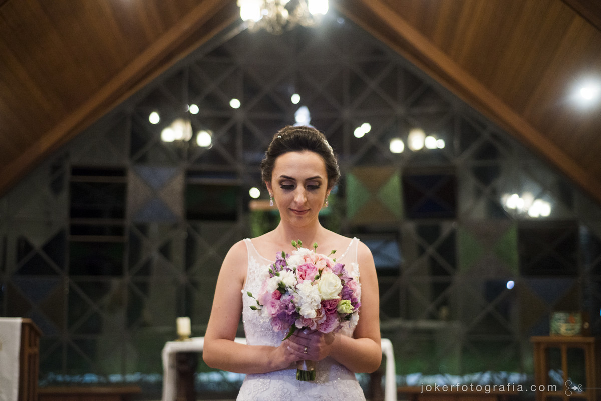 noiva na capela nossa senhora de salette curitiba petit wedding cwb