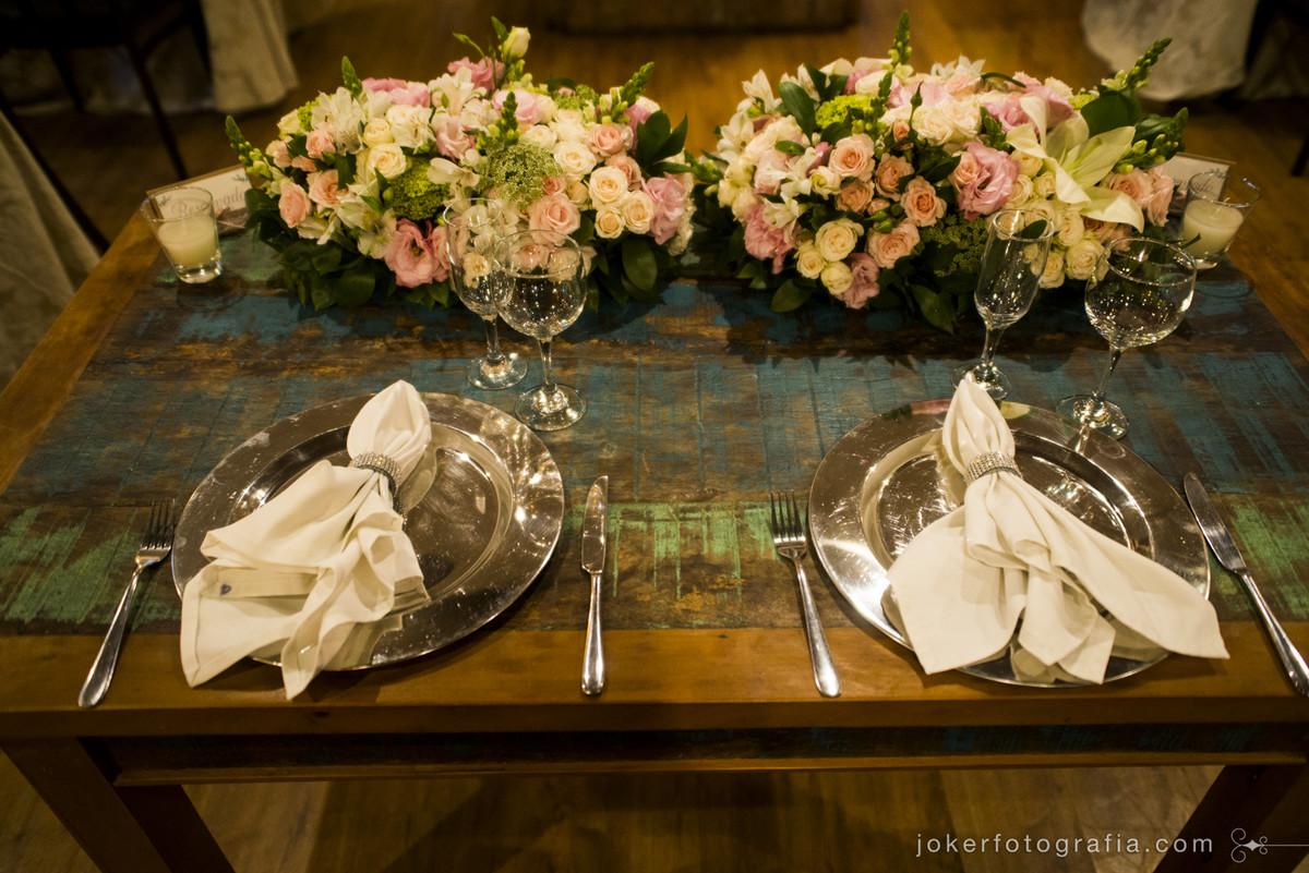 mesa dos noivos mobiliario em madeira de demolição decoração para casamento rústico