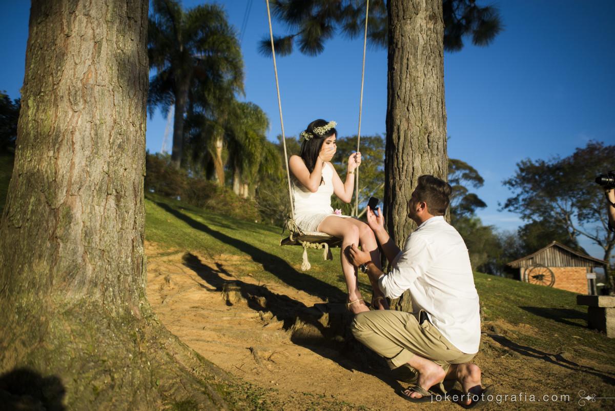 fotógrafo registra pedido de casamento surpresa durante ensaio pre wedding