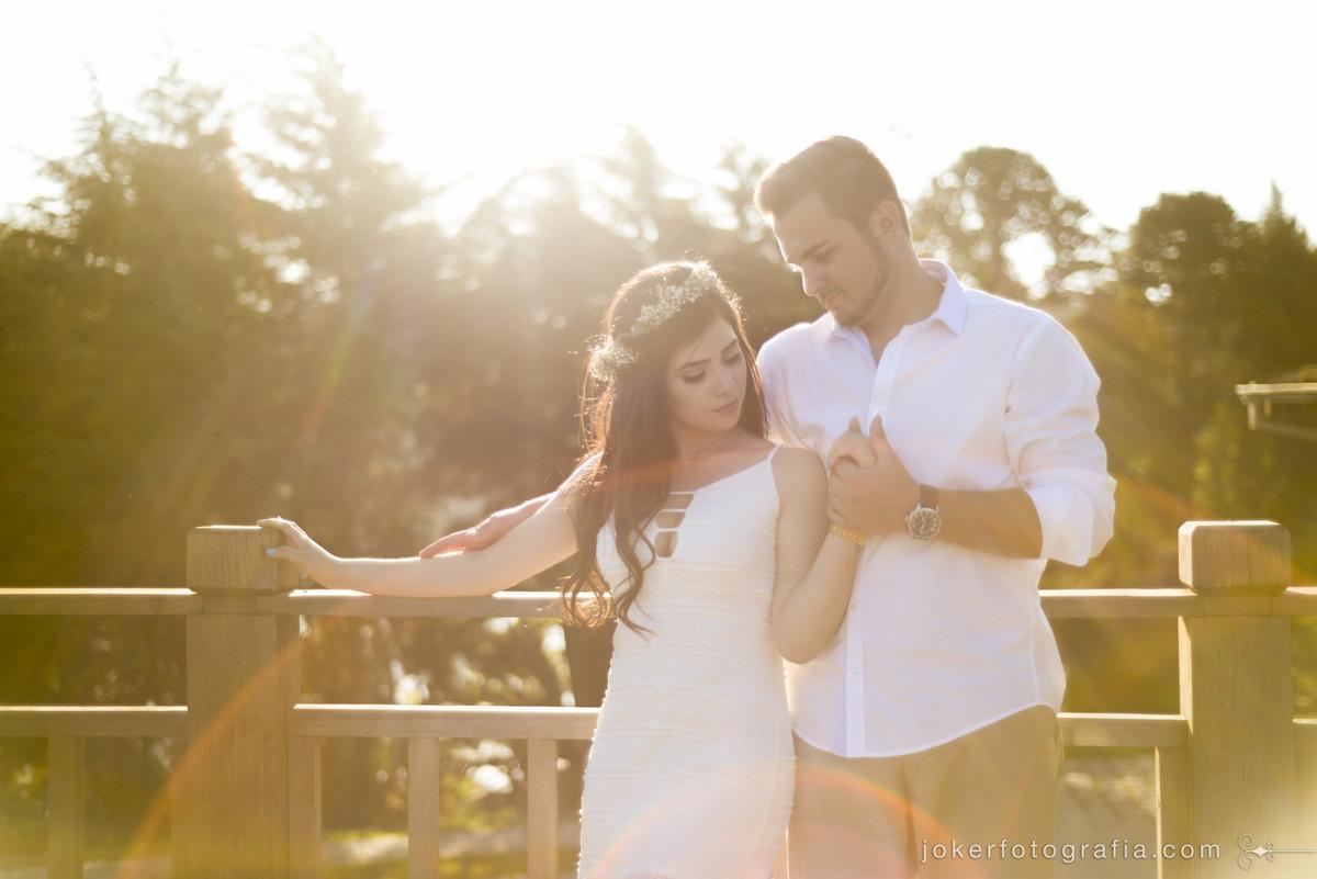 ensaio pre wedding ao por do sol no horario magico de luz