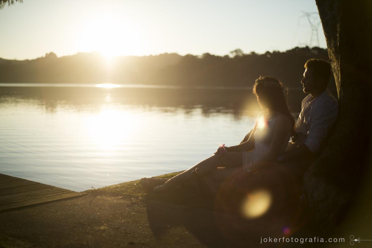 primeiro por do sol como noivos foi visto a beira do lago em curitiba