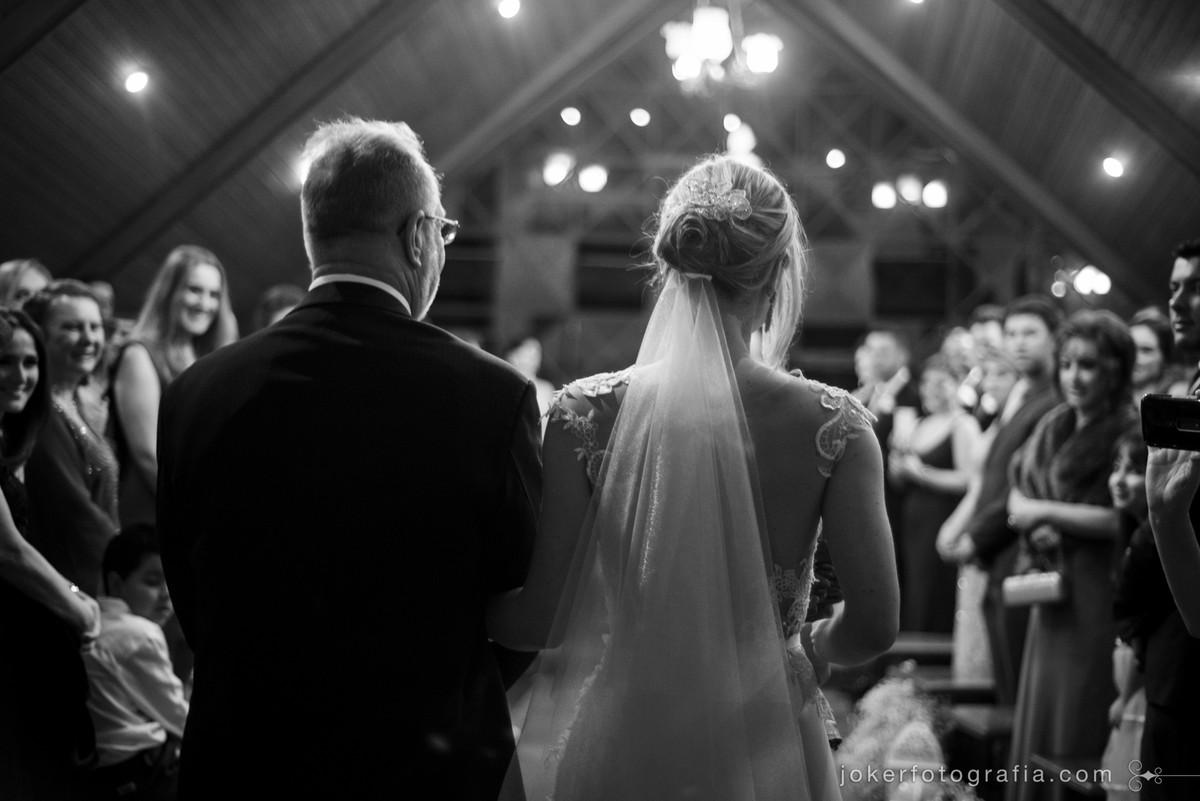 entrada da noiva no tapete vermelho fotojornalistico