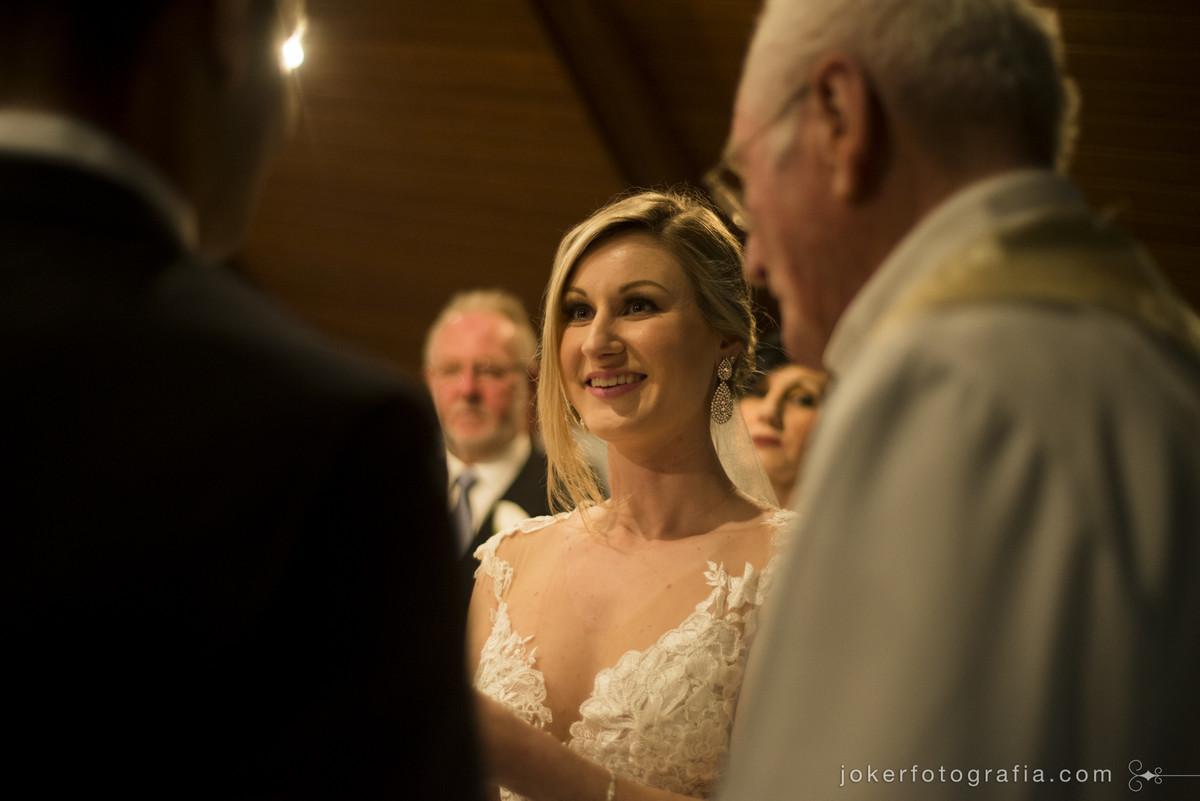 sorriso da noiva no dia do casamento