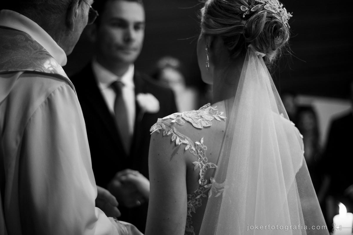 detalhes do vestido de noiva documental