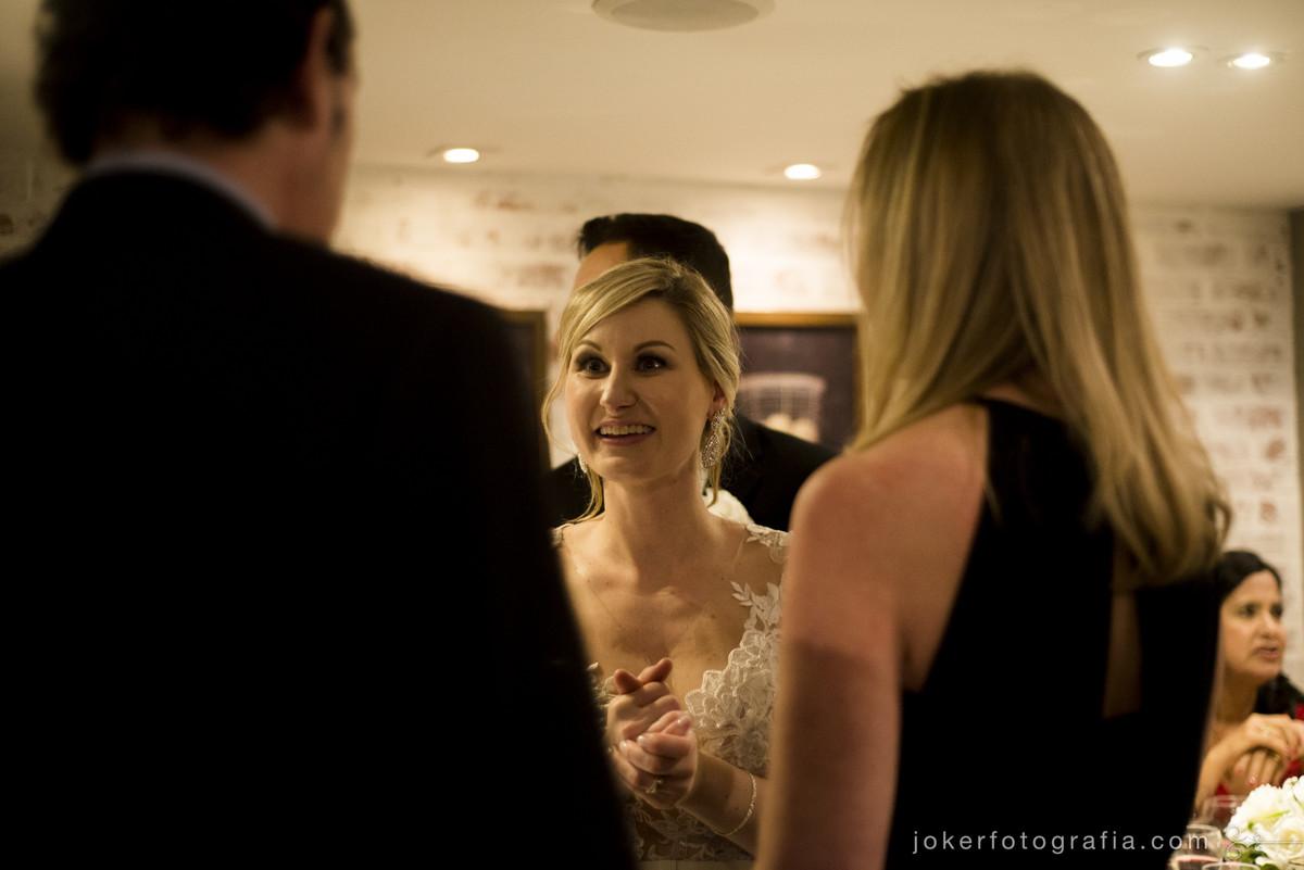 noiva com os convidados de casamento