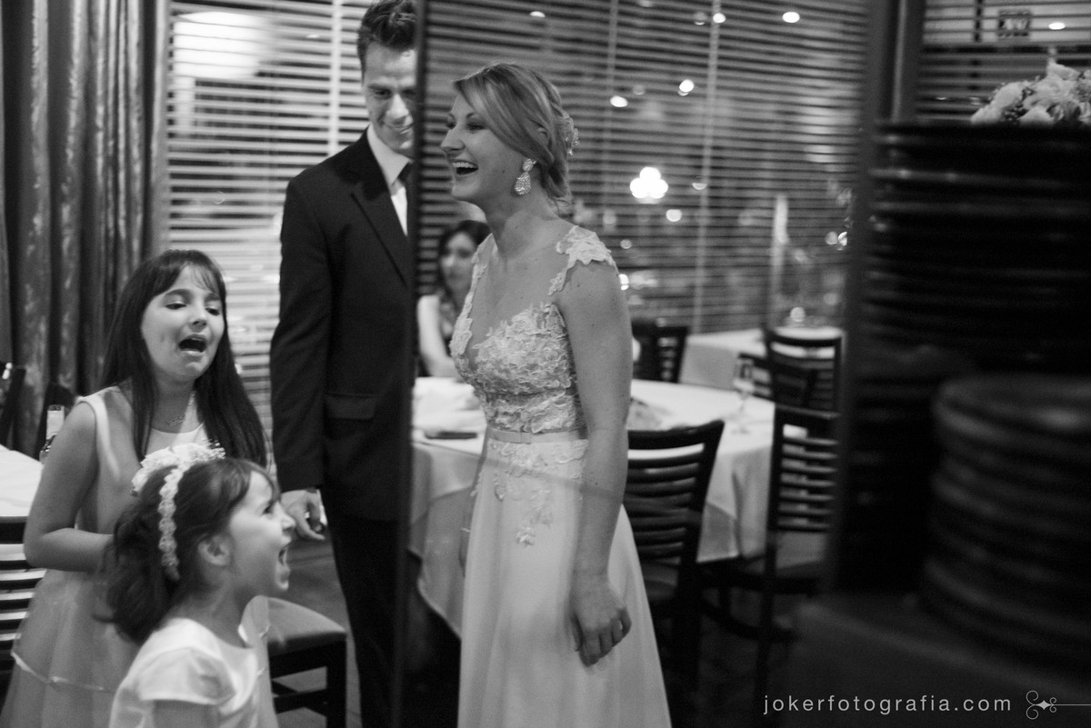 noiva divertida e casamento sem baile