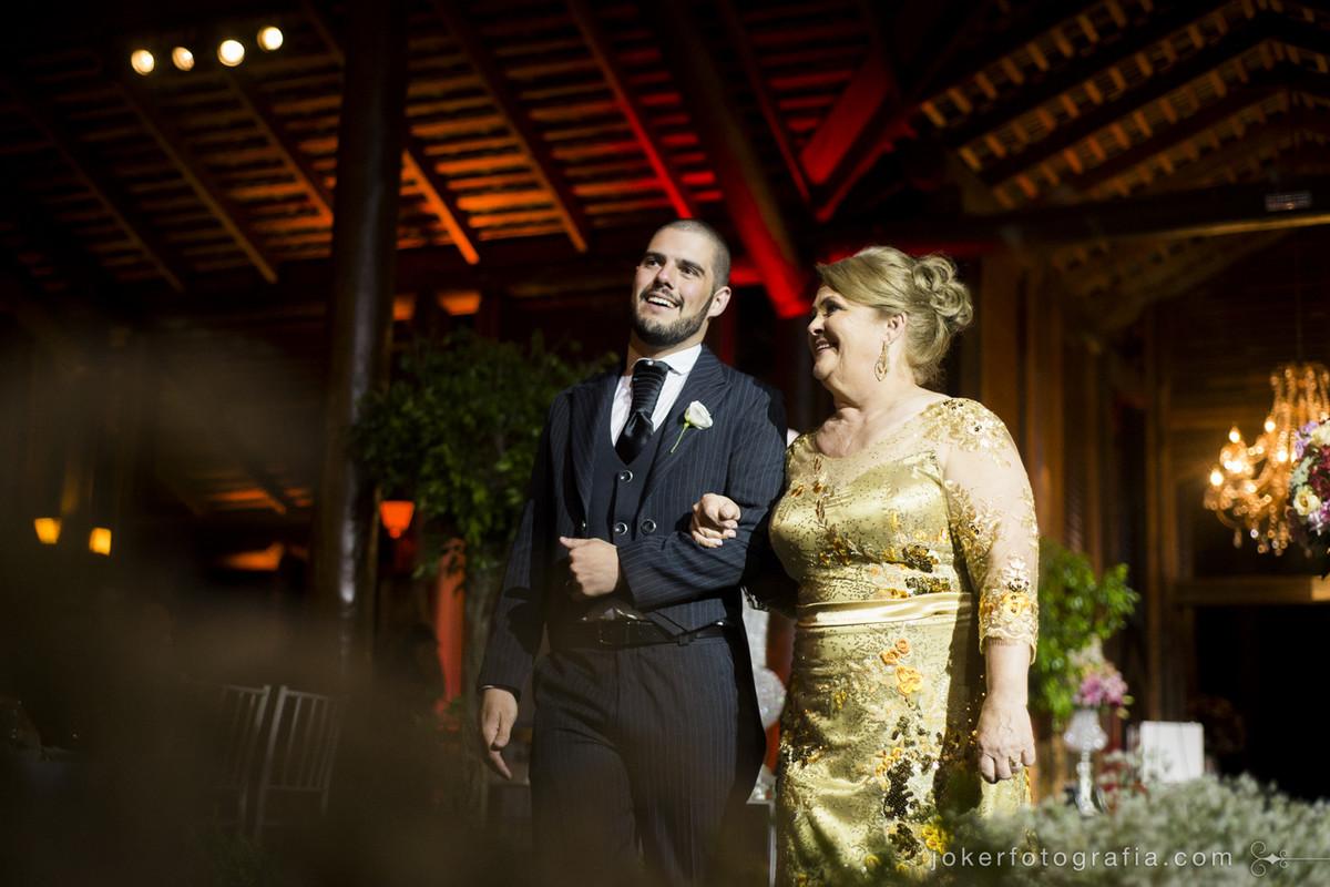 entrada do noivo na cerimonia de casamento