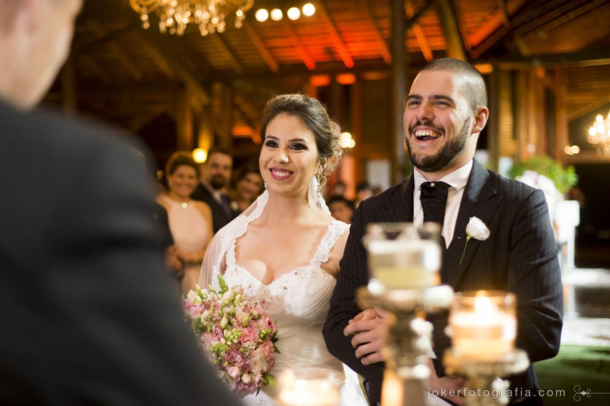 noivos elisandra colaço e carlos eduardo iarcheski durante seu casamento em curitiba