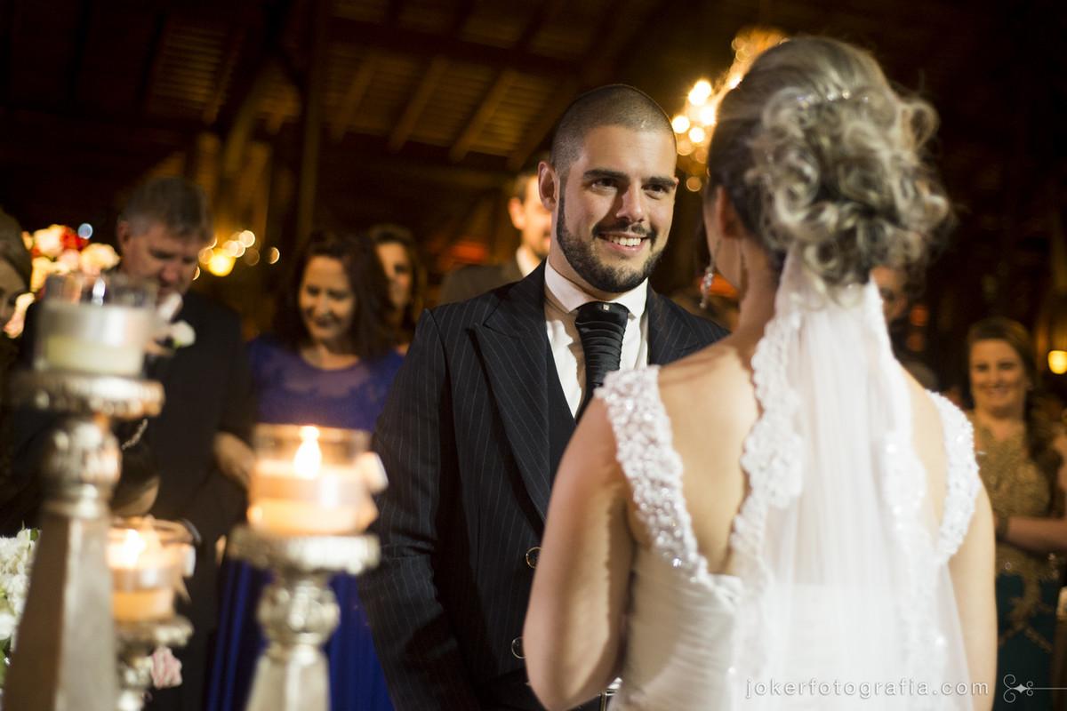 cerimônia de casamento com lustres e velas