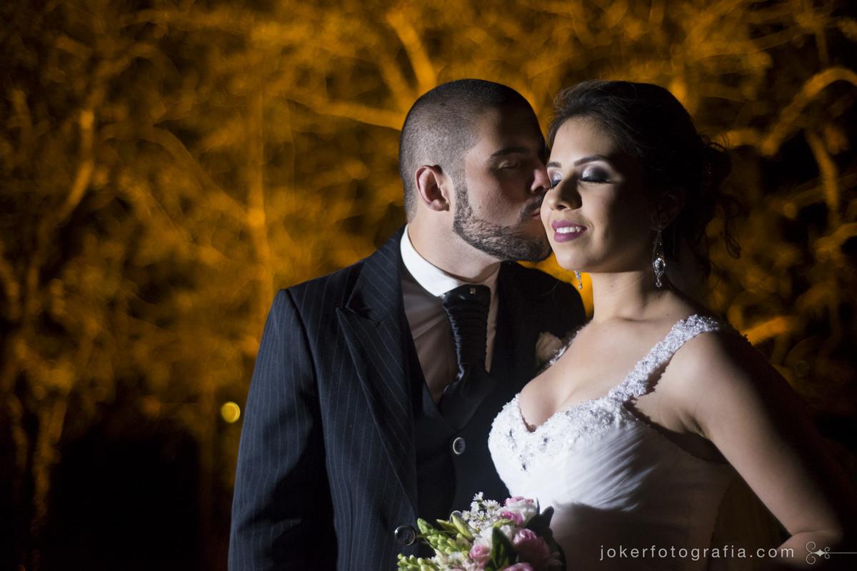 como ficam as fotos de casamento a noite com luz artificial?